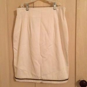 White mini cache skirt